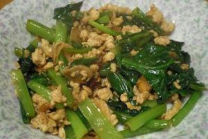 小松菜たっぷり「小松菜と鶏ミンチのオイスター炒め」