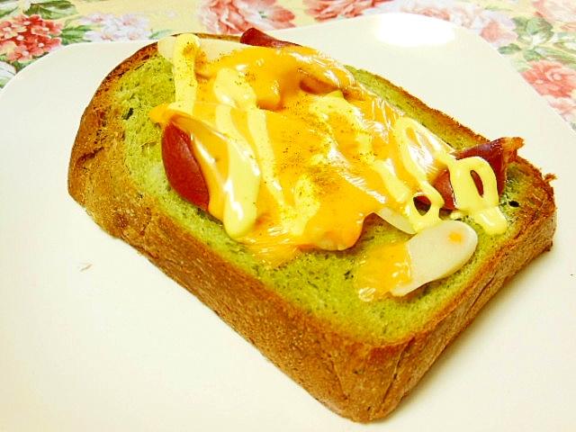 チーズ蒲鉾とウィンナーのチェダーカレートースト
