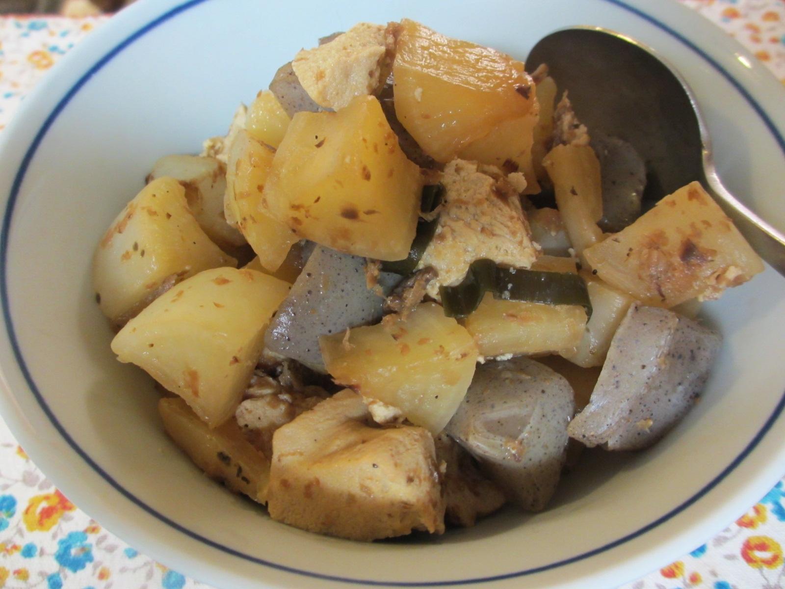 大根、こんにゃく、高野豆腐の煮物