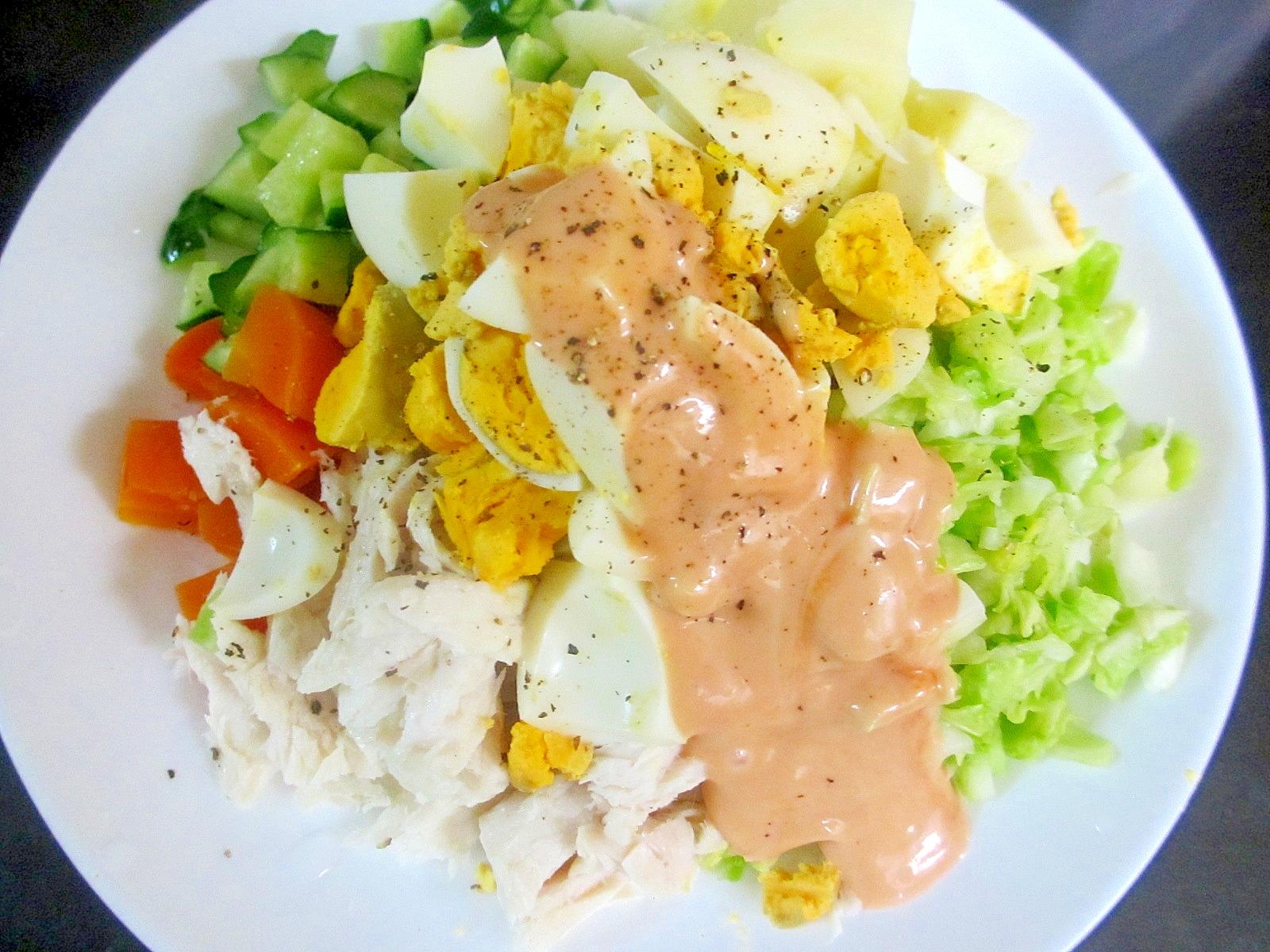 ジャガイモ、ツナ、キャベツのコブサラダ