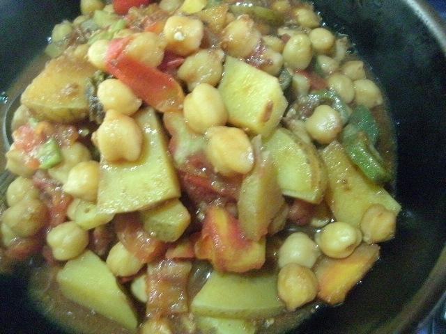 野菜とひよこ豆のスパイス煮