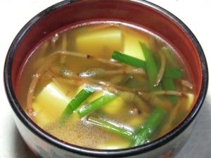 肌寒い日に、つくしの中華スープ