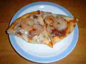 むきエビのピザ