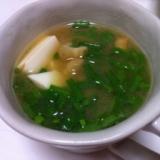 豆腐とちっか(ちくわ)の味噌汁