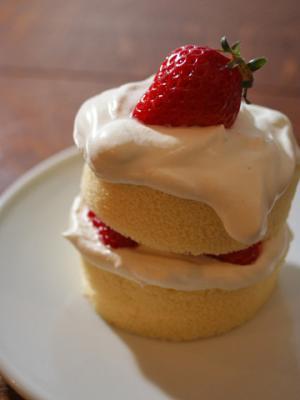 簡単かわいいイチゴのショートケーキ