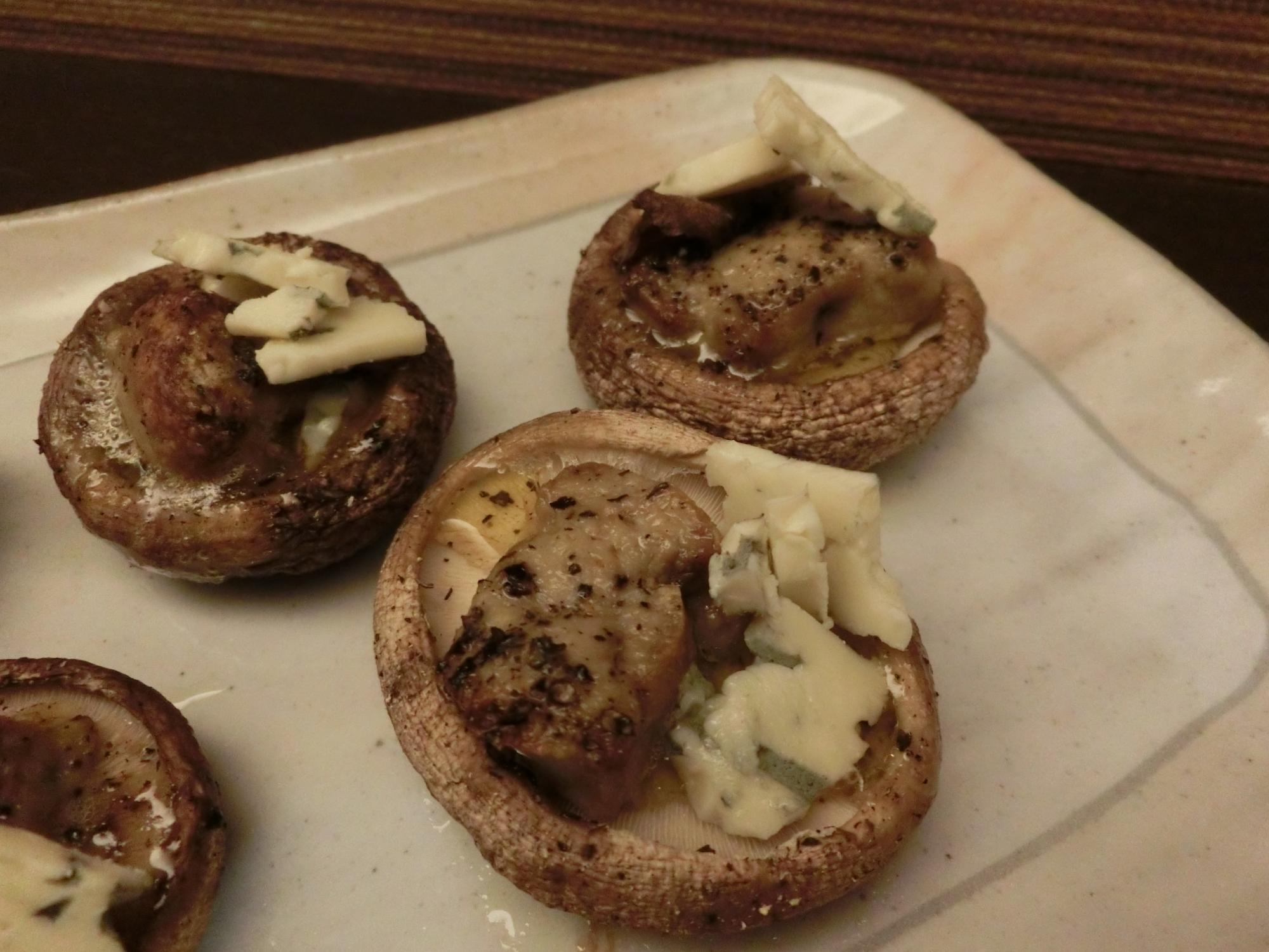 椎茸とフォアグラのオーブン焼き ブルーチーズのせ