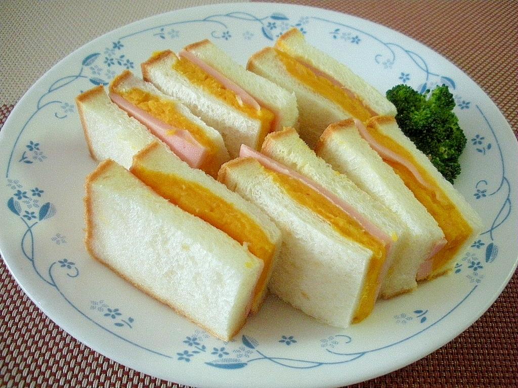 お夜食に!ハムとかぼちゃサラダのサンドイッチ♪
