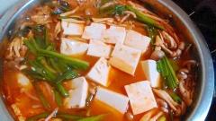 お安くヘルシーに! ★豆腐メインのキムチ鍋★