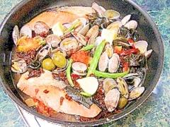 フライパンでそのまま☆鮭とアサリのアクアパッツァ