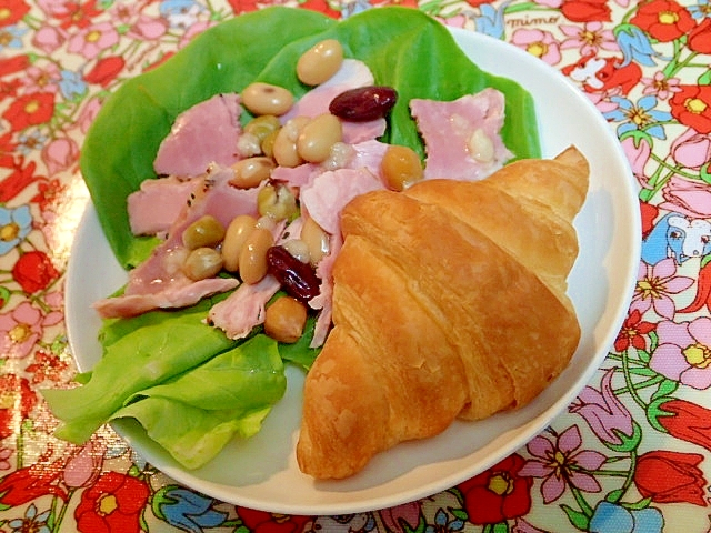 ハム豆サラダとクロワッサンのワンプレート