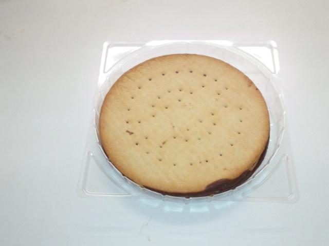 【楽天市場】あたり前田のクラッカーあの前田製菓のクッキー使用【チョコレートサンドクッキー】2枚入(和菓子とおせんべい ...