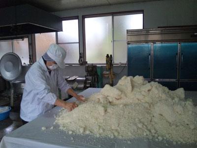 2-米麹のほぐす.jpg