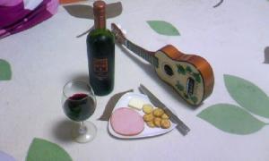 ワインとウクレレの写真