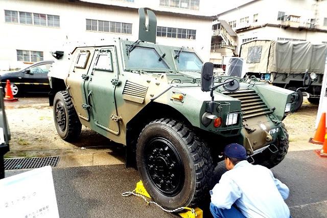 軽装甲機動車(けいそうこうきどうしゃ)