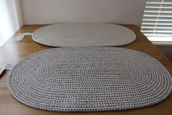 ダイニングで使っているラグは、無印良品のインド綿手織ラグです。 大きさは140cm×200cmで、色は生成。