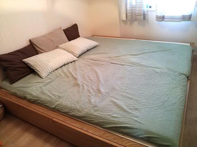 耐久性のあるボンネルコイルマットレスに20cmの脚をつけたシンプルなベッド。ベッド下に収納ボックスを入れて収納量を増やすこともOK。脚の色を変えれば、部屋の雰囲気  ...