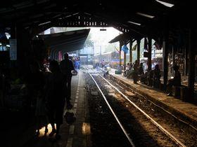 夕刻のマハーチャイ駅