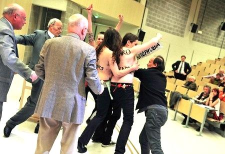 女性権利団体FEMEN、トップレス...