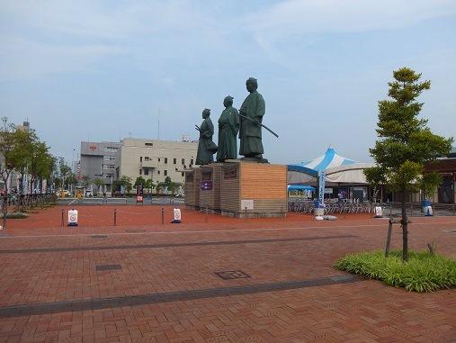 銅像三体.jpg