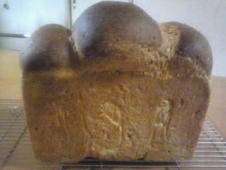 黒ごま入り山高食パン