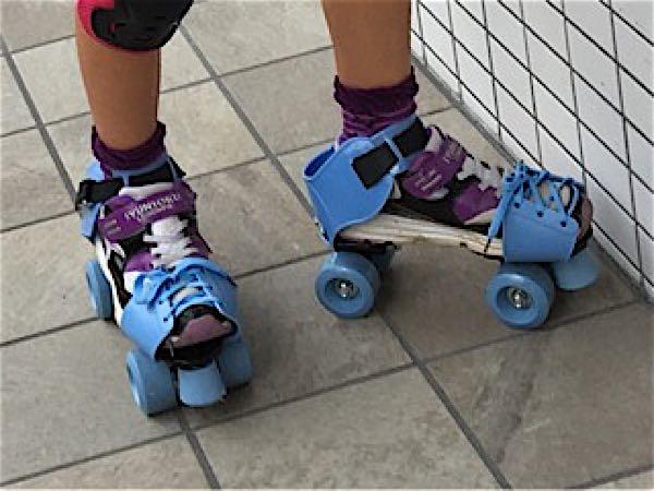 昔なつかしいローラースケート♪ ...