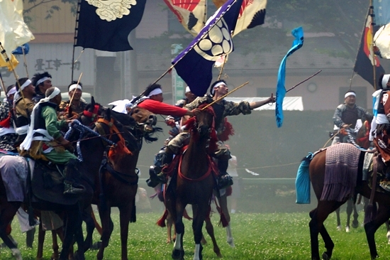 神旗争奪戦 相馬野馬追・神旗争奪戦(南相馬市雲雀ヶ原祭場地)   空と猫と、海と犬と、風と馬と