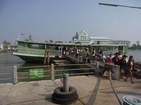 メークローン川の船着き場
