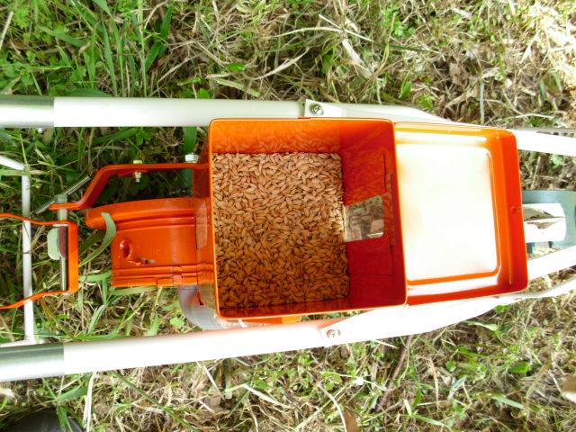 種籾入り岡戸式播種機LV-3 20120509