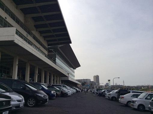 浦和競馬場内の浦和記念公園に潜...