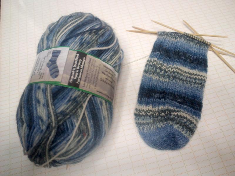 つま先から編む靴下の編み方で ...