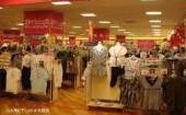 女性の衣料品コーナー。