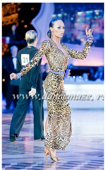リトアニアのプロチャンピオン着用!VESAの豹柄&紫のラテンドレス
