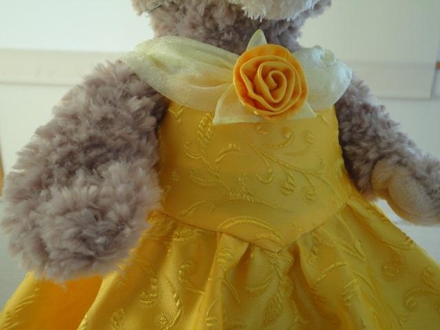 ベルっぽいドレスにドレープ衿と巻きバラを付けてみました。 ドレープ衿は、mixiに掲載した子供用のドレスのドレープ衿と作り方は同じです。