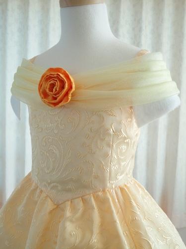 本のP.36に作り方を掲載した、ベルのドレスに似せたドレープ衿の作例です。 パークのベルと同じ衿を作るのは至難の業なので、まずはこういう衿からトライしてみては