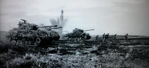 20120821用迫りくる戦車.JPG