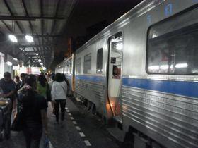 ウォンウィエンヤイ駅に到着した列車