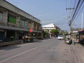 対岸の商店街