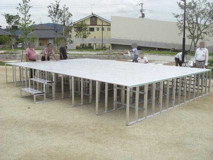 折りたたみ式(組み立て式)アルミ製ステージ 岡山県総社市 組み立て完成