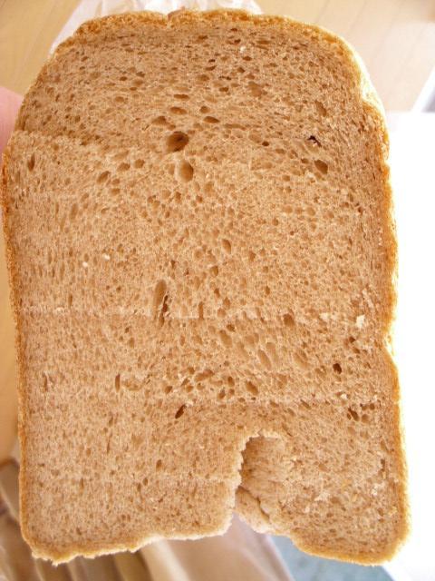 自家製天然酵母パン1号断面20120212