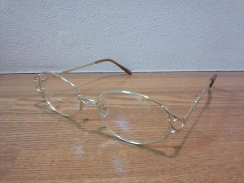 20120808用210円の老眼鏡.JPG