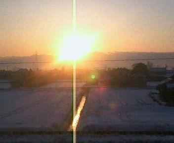 今朝14日は快晴。北アルプス立山連邦剣岳から昇る朝日