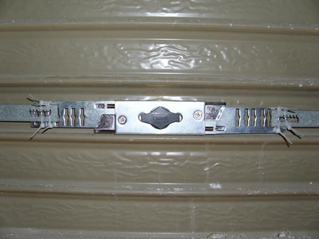 フキTLH-54シャッター錠裏20120311