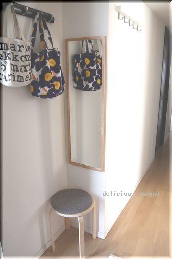 ここには、IKEAの全身ミラーを立てかけて置いていたけど、壁つきにしたら
