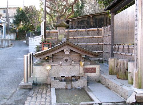 秦野駅近くの湧き水.jpg