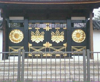 2010年に修復された国宝・三宝院の唐門