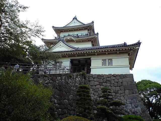 石垣の急階段