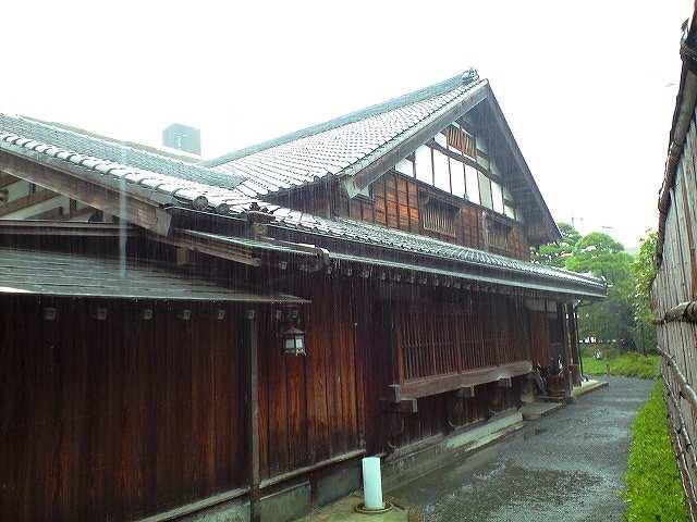 日野宿本陣と土砂降りの雨。