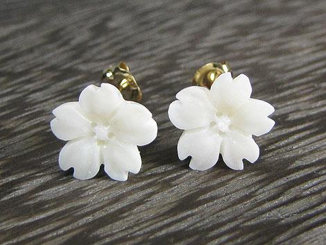 K18白珊瑚桜ピアス