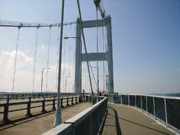 来島海峡大橋上