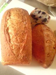 墨檜パン つぶ麦とオレンジ・ブルーベリーとクランベリーパン
